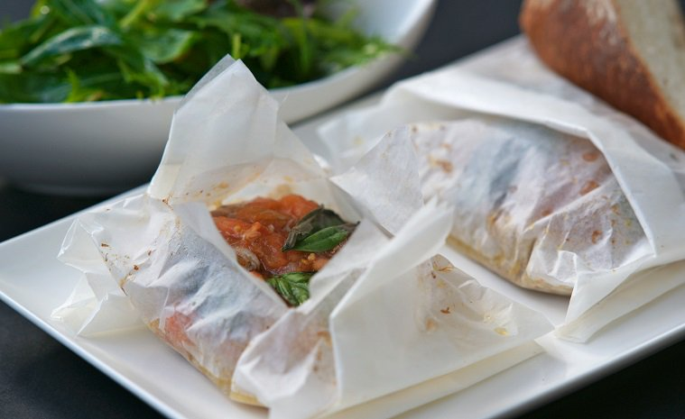 Tuna baked in paper parcels